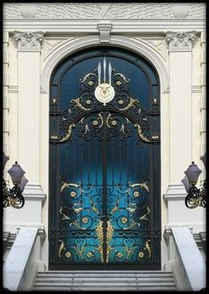 I feel that this door is very mystical and respectful because of its size, shape and color.