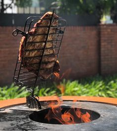 Fire Pit And Barbecue, Fire Pit Grill, Fire Pit Backyard, Outdoor Bbq Kitchen, Pizza Oven Outdoor, Barbecue Design, Grill Design, Metal Fabrication Tools, Custom Bbq Pits