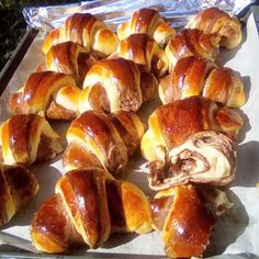 Sweet Buns, Sweet Pie, Greek Desserts, Greek Recipes, Sweets Recipes, Cooking Recipes, The Kitchen Food Network, Sweet Pastries, Breakfast Snacks