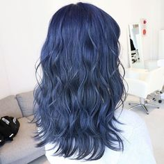 Colored Hair Tumblr, Dark Green Hair, Navy Blue Hair, Blue Hair Aesthetic, Kpop Hair Color, Pretty Hairstyles, Medium Hairstyles, Summer Hairstyles, Messy Hairstyles