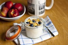 Bircher Muesli : The original overnight oats recipe - My Little Gourmet. Been a few years since I made this - had forgotten how delicious it is - raw food too. Oats Recipes, Real Food Recipes, Cooking Recipes, Yummy Food, Cooking Stuff, Cooking Ideas, Muesli Recipe, Brunch, Breakfast Time