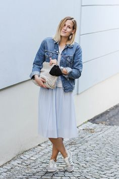tifmys – Levi's Vintage jacket, H&M sweater, Zara pleated dress and knitted clutch, Rosefield watch & Adidas Gazelle sneakers.