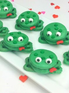 Tutorial to make these Kissing Frog Cookies out of OREOs, candy melts, and pretzels for an adorable treat just in time for Valentine's Day. The kids will love them at the class party!