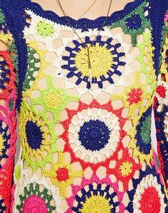 A grife Asos com este vestido traz uma ideia de muita alegria, muitas cores na composição do crochê...  Abaixo algumas sugestões de gráfic...