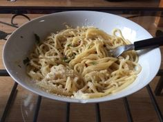 Pasta with Olive Oil and Garlic Recipe - This is a fast And economical dish. Even when my children And grandchildren were small, they all loved it! Its an Italian dish that has been around for a very long time. Best Pasta Recipes, Garlic Recipes, Salad Recipes, Cooking Recipes, Healthy Recipes, Recipe Pasta, Dishes Recipes, Macaroni Recipes, Free Recipes