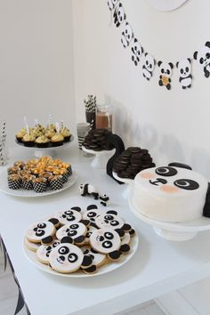 panda inspired dessert table with a panda banner, panda cookies and a cake plus some black and white sweets Panda Birthday Party, Panda Party, Bear Party, Bear Birthday, Birthday Party Themes, Panda Themed Party, Birthday Ideas, Birthday Goals, 35th Birthday