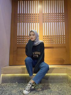 Trendy fashion hijab remaja 2019 33 Ideas Pose to pose Modern Hijab Fashion, Street Hijab Fashion, Muslim Fashion, Trendy Fashion, Fashion Outfits, Fashion Fashion, Hijab Casual, Hijab Mode Inspiration, Hijab Jeans