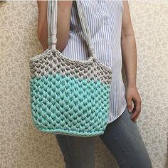 Opção legal para as alças da bolsa, simples e fica linda!!! . . . By @matskevich_dariya . . . . #crochelovers #inspiracao #inspiration #bag# #fiosdemalha #trapillo #yarn #crocheteiras #crochet #crocheting #crochetlove #crochetingaddict #croche #yarnlove #yarn #knitting #knit #penyeip #craft #feitoamao #handmade #euamocroche #croche #croché #croshet #totora #penyeip #вязаниекрючком #uncinetto #かぎ針編み #bolsa #bolsotrapillo #bolsadecroche
