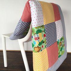 Bunte Krabbeldecke im Patchwork Stil / colourful baby blanket, patchwort by babrause via DaWanda.com