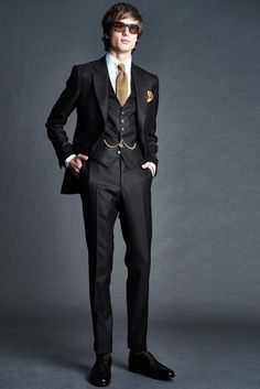 Tom Ford Spring 2016 Menswear collection, runway looks, beauty, models, and reviews. Tom Ford スーツ, Tom Ford Suit, Sharp Dressed Man, Well Dressed Men, Traje Peaky Blinders, Fashion Show, Mens Fashion, Fashion Design, Business Casual
