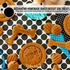 Decorating Homemade Baked Biscuit Dog Treats - Dalmatian DIY Homemade Dog Treats, Diy Dog Treats, Dog Treat Recipes, Dalmatian, Beetroot Powder, Biscuits, Other Recipes, Safe Food, Dogs
