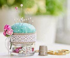 Baby Food Jars - So clever. Reusing a baby food jar for a pin cushion Baby Jars, Baby Food Jars, Glass Jars, Mason Jars, Mason Jar Projects, Sewing Notions, Pin Cushions, Diy Gifts, Sewing Crafts