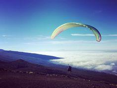 Ayer nos toco disfrutar de estas magníficas vistas volando en parapente ! Y tú? A qué esperas para disfrutar de esta experiencia? www.abeque.es  #tandemparagliding #abequeturismoactivo #tenerife #teidenationalpark