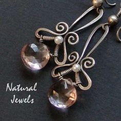 Lovely wirework shape, by naturaljewels on etsy wirework earrings Wire Jewelry Designs, Jewelry Trends, Jewelry Art, Beaded Jewelry, Jewellery, Jewelry Ideas, Wire Wrapped Earrings, Wire Earrings, Silver Earrings
