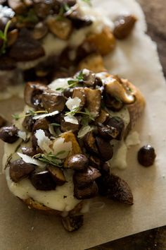 A delicious Mushroom and Fontina Tartine that's perfect for brunch, lunch or dinner! Appetizer Recipes, Snack Recipes, Cooking Recipes, Appetizers, Dinner Recipes, I Love Food, Good Food, Yummy Food, Antipasto