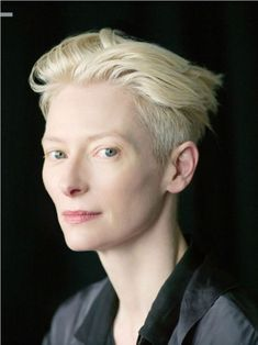 Tilda Swinton .... Oh what beauty, elegance and style ....... Wow !