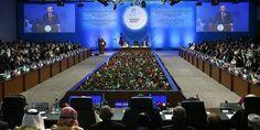 Lebih dari 50 Negara Muslim Kecam Iran karena Dukung Terorisme  Sesi akhir KTT OKI ke-13 ditutup Jumat (15/4) di Istanbul Turki. (Foto: Anadolu)  ISTANBUL (SALAM-ONLINE): Lebih dari 50 Kepala Negara Islam mengecam Iran karena dinilai sebagai pendukung terorisme di Suriah Bahrain Yaman dan Somalia.  Demikian kesimpulan akhir Konferensi Tingkat Tinggi Organisasi Kerja Sama Negara-negara Islam (KTT-OKI) ke-13 di Istanbul Turki Jumat (15/4) yang juga dihadiri oleh Presiden Iran Hassan Rouhani…