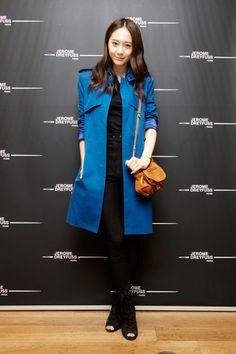 This jacket is beautiful.. blue is my favorite color :) #jacket #blue #fashion #moda #krystal #fx #korea