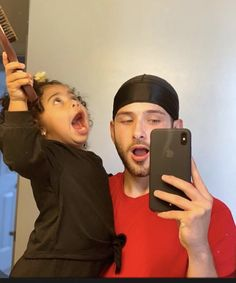 Follow me : @ĻĔĖǨǞ Cute Family, Baby Family, Family Goals, Daddy And Son, Daddy Daughter, Daughters, Dad Baby, Baby Kids, Cute Kids