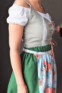 DIY Oktoberfest Dirndl Costume DIY Instructions for Dirndl Oktoberfest outfit! Instructions/patterns for the vest, shirt, skirt, and apron Oktoberfest Outfit, Oktoberfest Party Costume, Octoberfest Costume, Oktoberfest Hairstyle, Oktoberfest Recipes, Munich Oktoberfest, German Costume, Dirndl Dress, Diy Dress