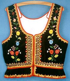 Free Embroidery Designs, Cute Embroidery Designs Polish Embroidery, Cute Embroidery, Embroidery Fashion, Vintage Embroidery, Floral Embroidery, Embroidery Designs, Style Fête, Ropa Shabby Chic, Fancy Kurti