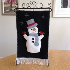 Let it snow ⛄️ Christmas Stockings, Christmas Ideas, Banner, Snow, Sewing, Holiday Decor, Home Decor, Picture Banner, Costura