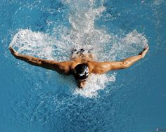 Gold medalist Michael Phelps of the United States of America prepares to race in the Men's Butterfly semi final during the XII FINA World Championships at the Rod Laver Arena on March 2007 in Melbourne, Australia. Phelps won the gold medal. Michael Phelps, Butterfly Swimming, Swimming Benefits, Sports Nautiques, Water Sports, Keep Swimming, Usa Swimming, Toddler Swimming, Swimming Tips