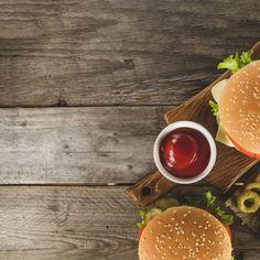 Vegan Lentil Burger, Lentil Burgers, Quinoa Burgers, Comida Delivery, Yummy Snacks, Snack Recipes, Burger Bread, Pizza Poster, Home Burger