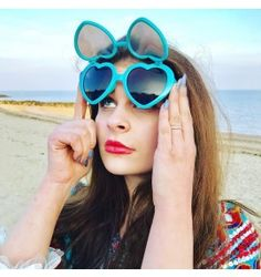 The Original Heart Filter Diffraction Glasses Limited Edition Turquoise Just in time for the summer! The beauty of Love Specs lies in their universal message. Japanese Streets, Japanese Street Fashion, Mori Girl Fashion, Wearing Glasses, Rainbow Heart, Uk Shop, Pretty Outfits, Cat Eye Sunglasses, Specs
