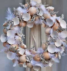 někdy je o velikonocích ještě šedivina / Zboží prodejce Flowers and Christmas Window Decorations, Christmas Wreaths, Deco Nature, Easter Egg Designs, Floral Hoops, Easter Celebration, Easter Party, Easter Wreaths, Diy Wreath