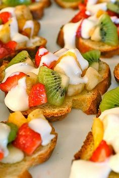 Fruit bruschetta. Ahhhhh...this could be lunch, breakfast, brunch or an appetizer. Light and divine:)