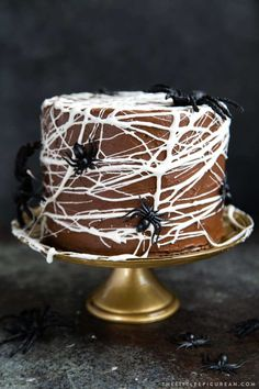 This chocolate spider web cake features three layers of chocolate cake frosted in a simple chocolate American buttercream and decorated with melted marshmallow spider webs! Halloween Desserts, Halloween Treats, Homemade Halloween, Halloween Decorations, Fall Treats, Fall Desserts, Happy Halloween, Halloween Party, Spider Web Cake