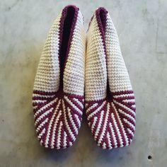 Link to pattern Crochet Slipper Pattern, Crochet Slippers, Tunisian Crochet, Detail, Link, How To Make, Fashion, Moda, La Mode