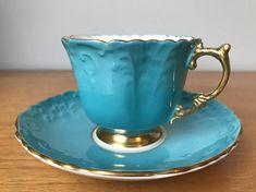 Šálek na čaj * modrý vzorkový porcelán se zlaceným okrajem a ouškem.
