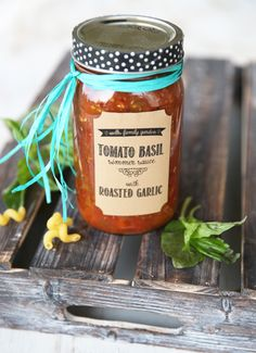 Home Canned Tomato Basil Simmer Sauce with Roasted Garlic. My favorite pasta sauce for canning! Tomato Basil Sauce, Basil Pasta, Canned Tomato Sauce, Ketchup, Canning Food Preservation, Preserving Food, Canning Tomatoes, Tomato Canning Ideas, Canning Vegetables