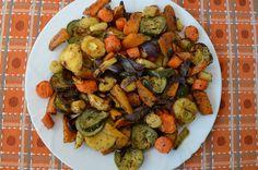 A húgomtól kaptam egy autentikus provence-i fűszerkeveréket. Gyakran használom, sült húsokhoz és sült zöldségekhez leginkább. Oregano, bazsalikom,... Vegan Vegetarian, Vegetarian Recipes, Healthy Recipes, Healthy Foods, Kung Pao Chicken, Ratatouille, Feta, Cake Recipes, Vegetables