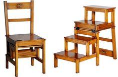 Feito em madeira entalhada à mão, a cadeira da loja Secrets de Famille se transforma em uma pequena escada | Foto: Divulgação