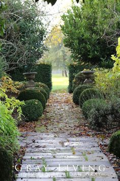 How to Take Charge of Your Ugly Landscape Landscaping Retaining Walls, Garden Landscaping, Autumn Garden, Summer Garden, Garden Fountains, Fountain Garden, Pink Garden, Shade Garden, Classic Garden