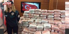 İstanbul polisinden büyük operasyon : İstanbulda hint kenevirinin genetiğini değiştirerek elde ettikleri Skank isimli uyuşturucuyu piyasaya sürmeye çalışan çete çökertildi. Polis Avrupada üretilerek Türkiyeye getirilen 1 ton 100 kilo uyuşturucuyu ele geçirildi. Bugüne kadar düzenlenen operasyonlarda gram şeklinde ele geçirilen uyuşturucu İlk kez bu miktarda yakalandı.  http://ift.tt/2dF0HzD #Türkiye   #uyuşturucuyu #İstanbul #geçirildi #kilo #getirilen