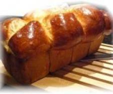brioche comme chez le boulanger (à tester) 160 g de lait 20 g de levure boulangère fraîche 60 g de sucre 2 oeufs 1 jaune d'œuf 500 g de farine 100 g de beurre 1 c. à café rase de sel