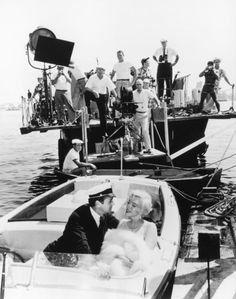 Marilyn Monroe, Tony Curtis y Billy Wilder en el rodaje de 'Con faldas y a lo loco' ('Some Like It Hot', 1959)