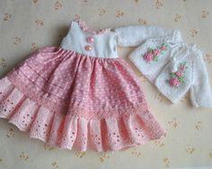 0 отметок «Нравится», 1 комментариев — Екатерина Лосева (@kate_loseva_dolls) в Instagram: «Платье и кофточка для куклы. Кофточка с вышивкой рококо. На кукол ростом 30-36 см. Платье - 450 р..…»