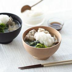 常夜鍋風スープのレシピ毎週更新している「料理家さんの定番レシピ」。本日はたっぷりの野菜がペロリと食べられる常夜鍋風スープの作り方です。常夜鍋(じょうやなべ)は、豚肉と葉野菜などをさっと煮てポン酢で食べ