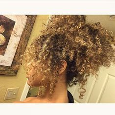 Blonde ombre natural hair in updo Dyed Curly Hair, Colored Curly Hair, Curly Hair Tips, Curly Hair Styles, Colored Natural Hair, Updo Curly, 3c Natural Hair, Natural Hair Styles, Natural Brown