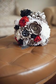 My Bouquet....hand made by one of my bridesmaids! Photo taken by Sandra Lee photography.