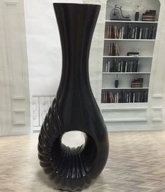 Black and white colours create a monochrome look. A dramatic big vase will enhance the theme. Luxury Life, Luxury Homes, Big Vases, Black And White Colour, Chandelier Lighting, Monochrome, Beautiful Homes, Glamour, Colours