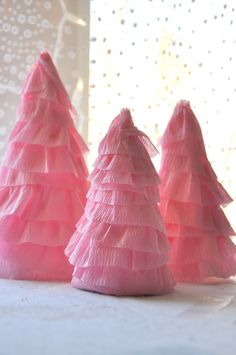 Cute and easy Christmas tree centerpieces.