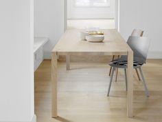 Mesa rectangular de madera maciza TA19 SLOANE by e15 | diseño Philipp Mainzer