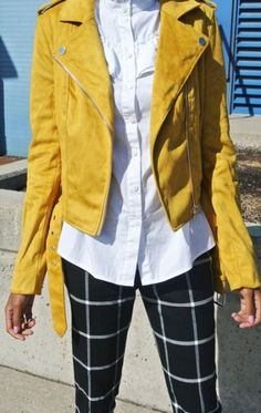 How To Wear Yellow Jacket Chic Ideas For 2019 Yellow Things yellow jacket Yellow Jacket Outfit, Yellow Dress Casual, Yellow Coat, Yellow Blazer, Yellow Outfits, Conference Outfit, Yellow Bridesmaid Dresses, Spring Work Outfits, Outfits Mujer