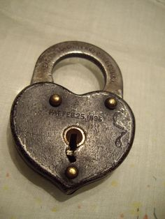 how cool is this?! vintage heart padlock